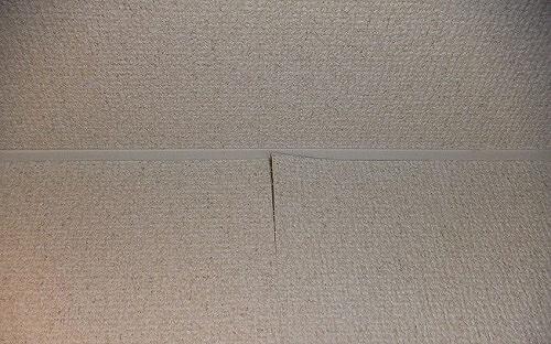 壁紙が浮いています